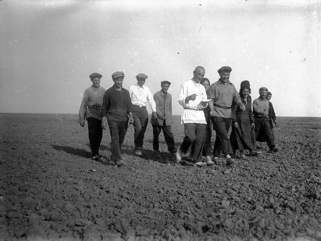 Jewish and Crimean Tatar collective farmers in the field. Steppe Crimea in 1926.