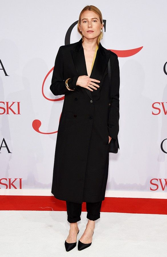 Dree Hemingway does minimal style perfectly in a black coat, trousers, and black pointed slides