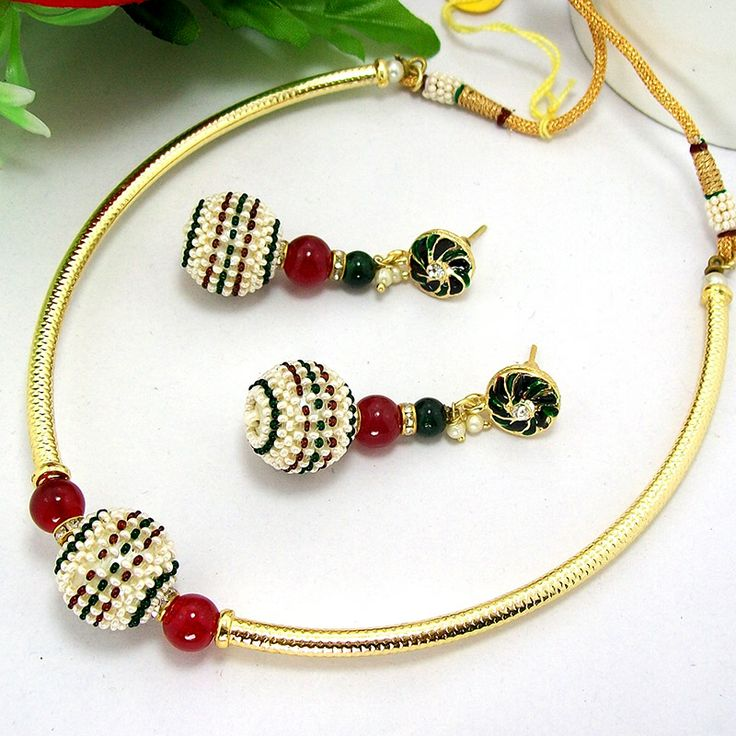 This antique pipe necklace is based on designer jaal puwai chid balls which provides an ethnic look to the neck wear. The necklace is based on jaal puwai balls which are decorated with tri colored seeds and separated with lustre round balls and octan stone separator.
