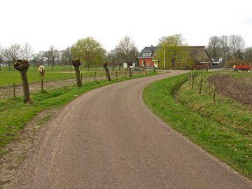 Fietsroute Westerkwartier deel 1 (55km) http://wandelenrondroden.nl/fietsroutes/overige-routes/fietsroutes/fietsroute-westerkwartier-deel-1-ca-55km  Het eerste deel van een route die het mooiste van het Westerkwartier (de regio ten westen van de stad Groningen) laat zien. Voor meer informatie zie de beschrijving op de website.