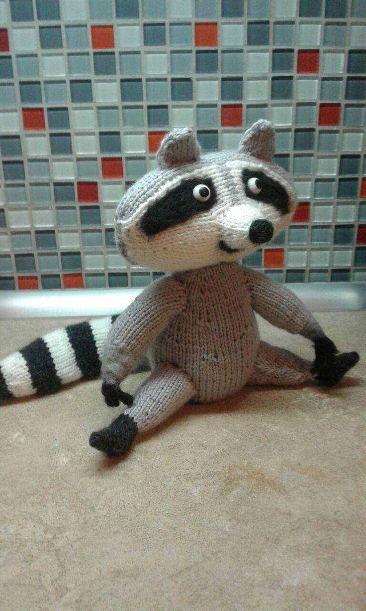 Raccoon knit toy. Енот спицами