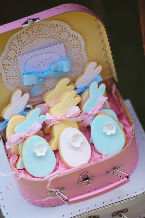 Leuk deze paas koekje in zo'n mooi koffertje!
