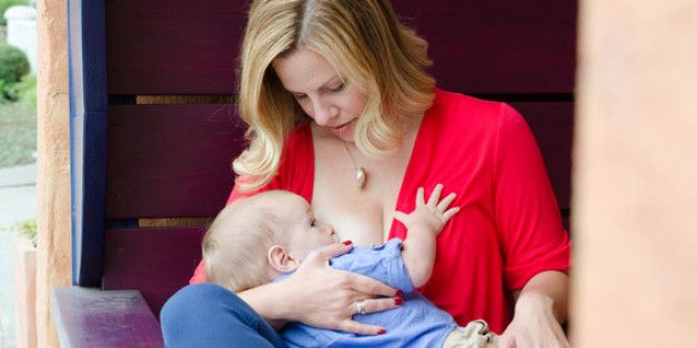30 Ways that Breastfeeding and Bottle Feeding are the Same