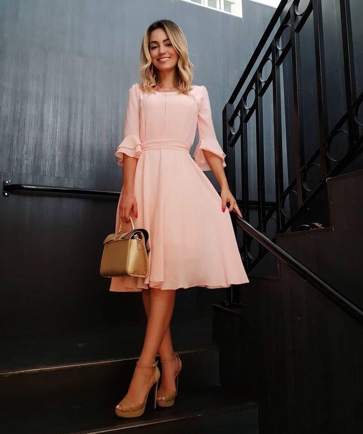 Vestido de princesas passando pela sua timeline!!!😍😍😍 . Modelo Babi👸🏼💕 - tecido crepe Bublé em algodão que não amarrota. | Dresses, Fashion dresses, Modest dresses