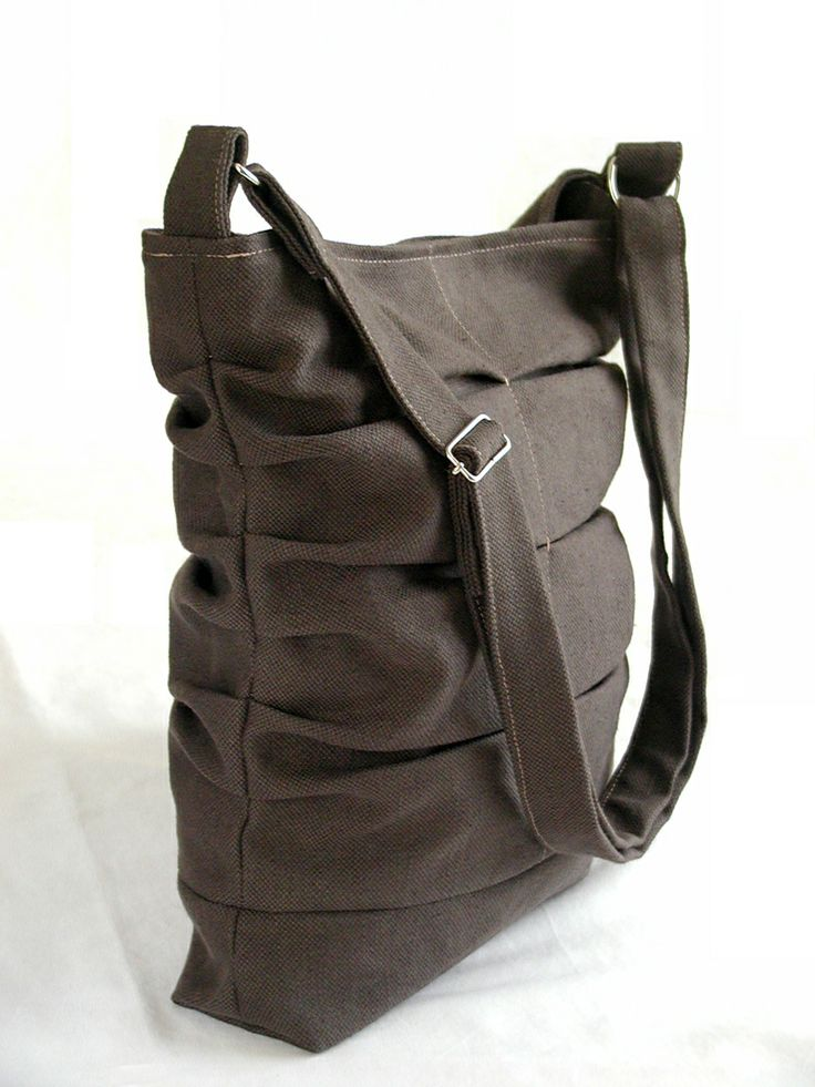 Heavy cotton bag, with magnetic closure and adjustable shoulder strap chez.chizzi@gmail.com