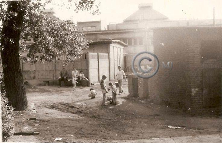 Podwórko na Georgshutte.Lata 70 XX wieku.( fot.ze zbiorów Henryka Wistla)