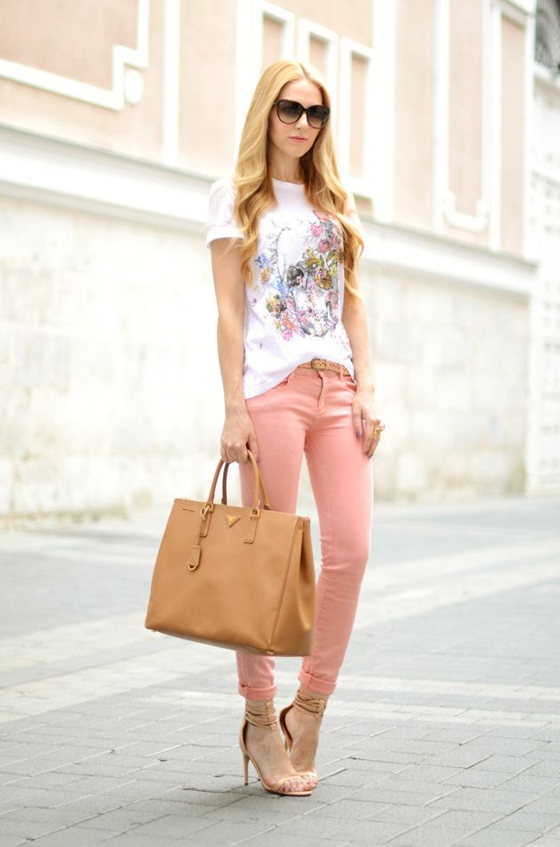 The right way to wear a t-shirt: Colors Jeans, Fashion Style, Street Style, Pink Pants, Cute Summer Outfits, Louis Vuitton Handbags, T Shirts, Louis Vuitton Bags, Summer Clothing