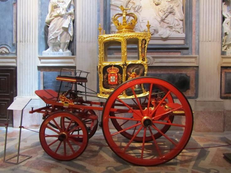 Carruagem, em exibição no Convento de Mafra