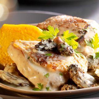 Découvrez la recette Chapon sauce aux morilles, flans de potiron sur cuisineactuelle.fr.