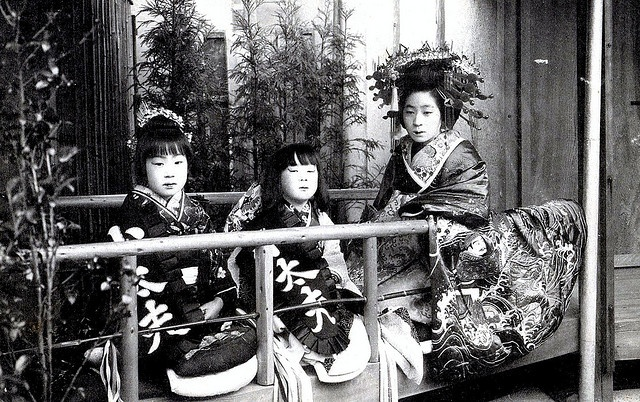 Tayuu and Kamuro 1910. Tayuu were offered the luxury of rejecting the advances of any suitors that they wished not to take, along with being appointed two young child attendants, Kamuro. These young Kamuro were often treated as younger sisters by the Tayuu, who would take pity on their plight, and would go to great pains to educate them in the customs and ways of the floating world.