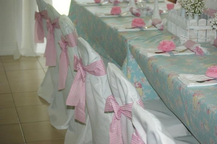 girly shabby chic baby shower-> easy/cheap and looks nice if your on a budget
