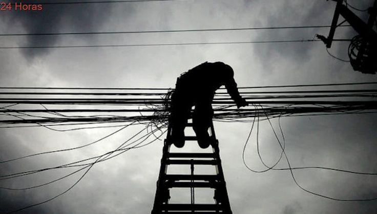 Calculan cuánto subirían cuentas de luz si se soterra el cableado eléctrico en Santiago