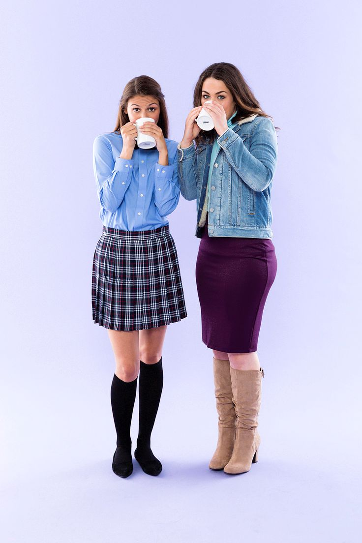 Bookmark this mother-daughter or best friends DIY Halloween costume idea to learn how to dress up as Rory + Lorelai from Gilmore Girls.