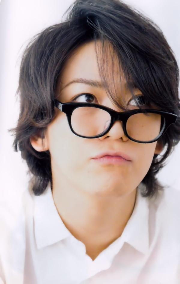 眼鏡で遊ぶお茶目な亀ちゃん。