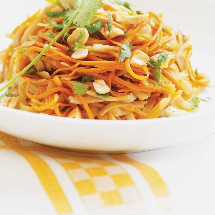 Nouilles asiatiques aux carottes, sauce aux arachides