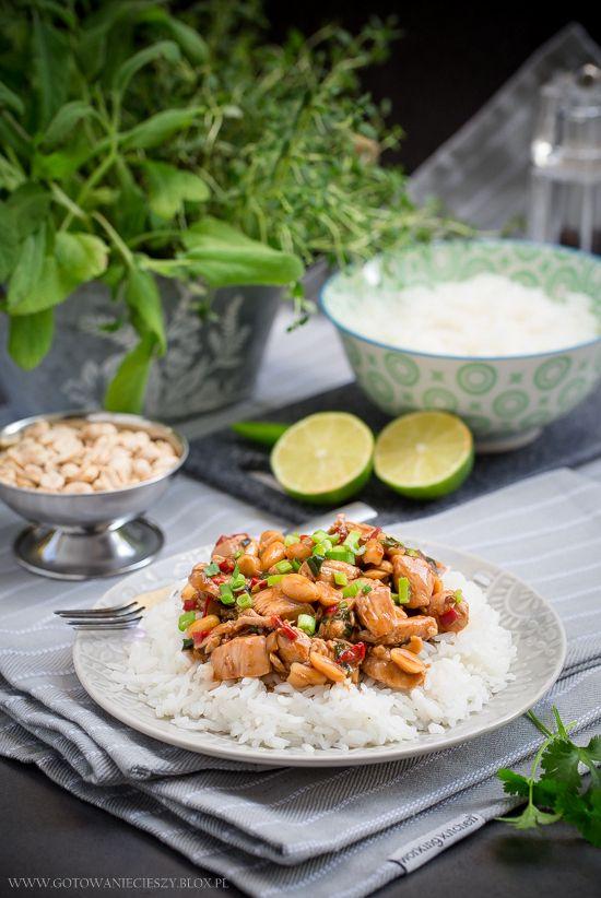Kiedy opublikowałam na Facebooku zdjęcie kurczaka w sosie słodko kwaśnym, pojawiła się prośba o przepis na pochodzącego z kuchni syczuańskiej kurczaka Gong Bao.