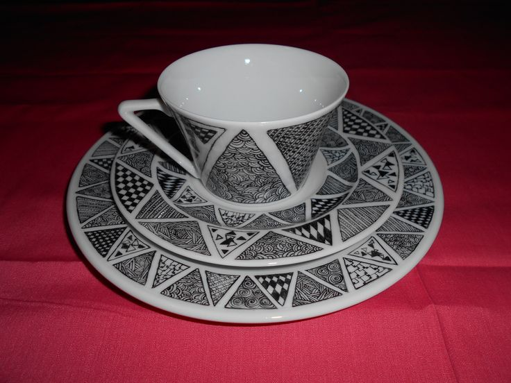Terri's 2nd of 3 breakfast sets, side plate, cup & saucer. Picture 1.