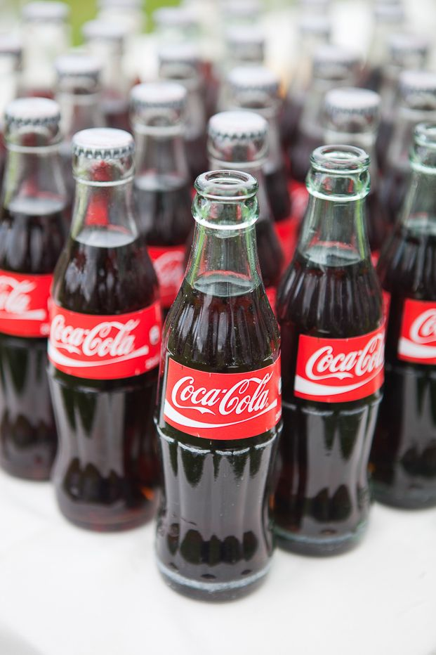 17 meilleures id es propos de mariage de coca cola sur pinterest partie de coca cola g teau. Black Bedroom Furniture Sets. Home Design Ideas