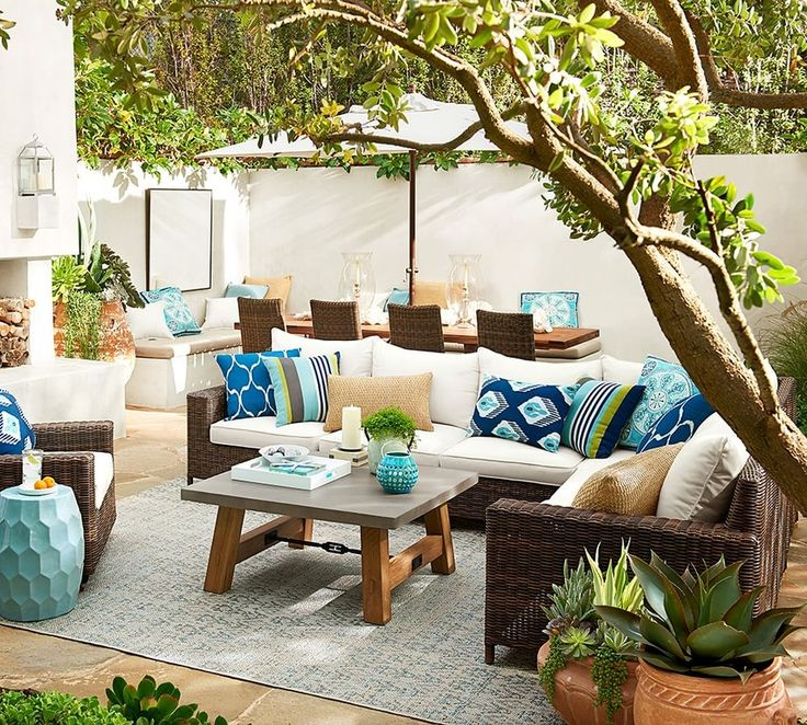 The top outdoor living trends for summer 2016 are: 1. Concrete furniture. 2. Teak furniture. 3. Aqua and tangerine decor.