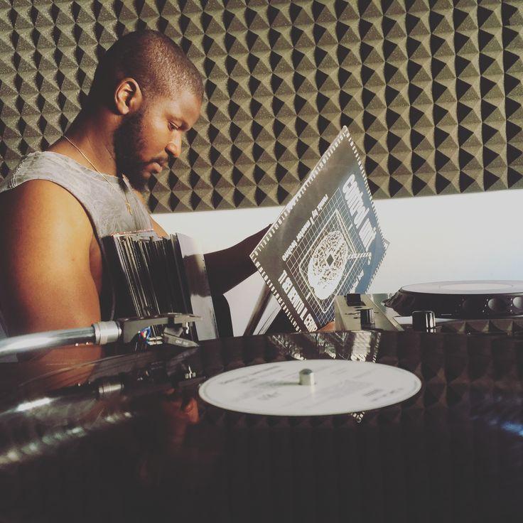 #mood 🎶#vinyl checking #vintagemusic #vinyladdict #techno #housemusic