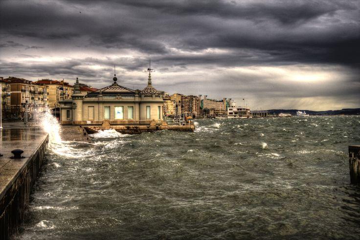 Marea alta y viento sur en la capital.