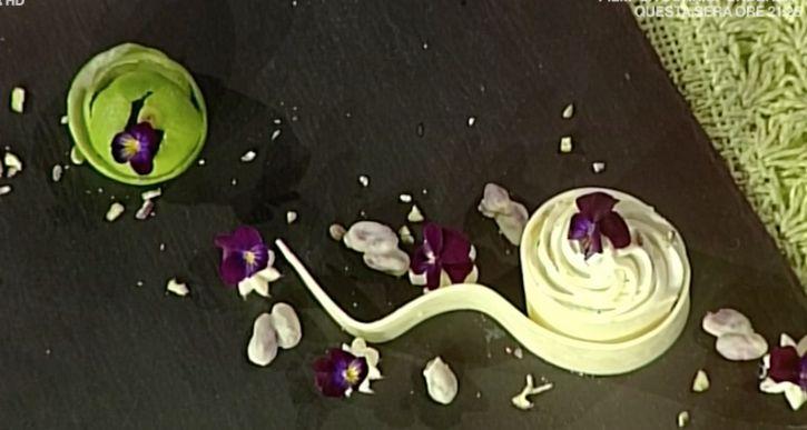 Tra le ricette dolci La prova del cuoco oggi 31 marzo 2017 la ricetta del dessert di Guido Castagna, dolce all'ananas, lime e fiori