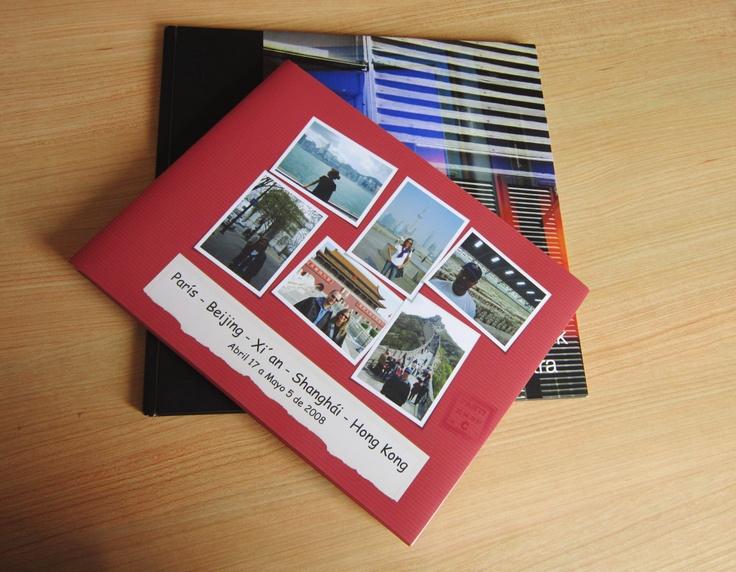 Los viajes y recuerdos en un álbum de fotos.