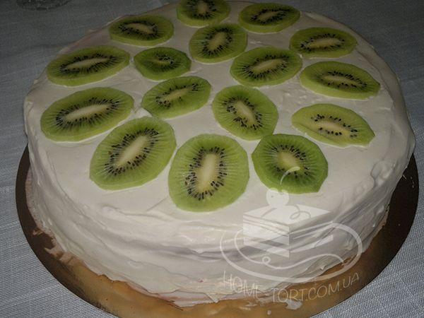 Торт новогодний Монастырская Изба. Сделан в стандартной форме для удобства транспортировки.