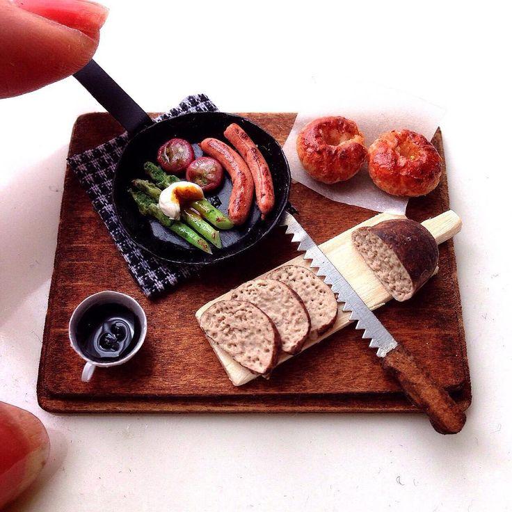 いいね!1,123件、コメント46件 ― fraiseさん(@nao1738)のInstagramアカウント: 「アスパラグリルに温玉のせ、ミニトマト、ソーセージ。 パン2種類作りました。  どれから食べようかなー♡  #ミニチュア#樹脂粘土#ハンドメイド#パン#fraise#miniature #clay…」