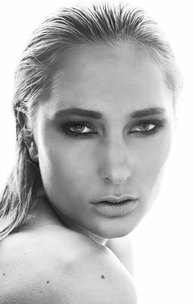 photo :Marteline Nystad Modell: Mari / Heartbreak Model-Management MUA: Emilie E. Larsen