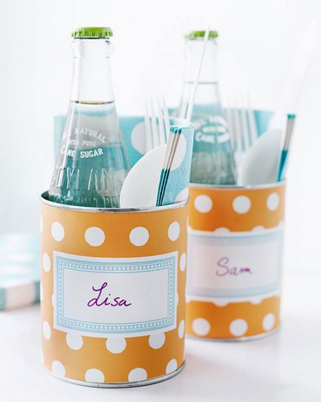 For a cute and portable picnic place setting, wrap an old tin can in craft paper.