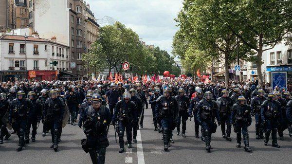 A toi l'honneur !: La police manifeste et le chanteur Renaud n'est pa...