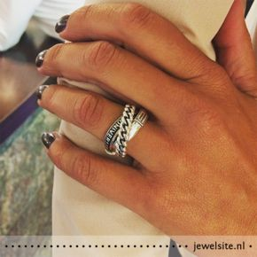 Universe ring uit de Buddha to Buddha Charity collectie 2015: https://www.jewelsite.nl/buddha-to-buddha-universe-ring-11980.htm #buddhatobuddha #charity #ring