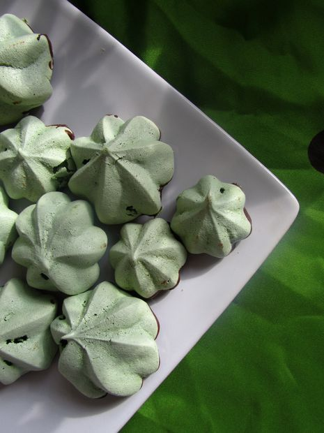 Make these matcha meringues using your favourite DAVIDsTEA matcha! Perfect for your St. Patrick's Day celebration.