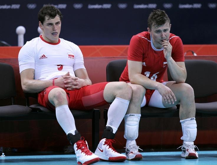 Krzysztof Ignaczak (der) y Zbigniew Bartman de Polonia luego de perder el encuentro de voleibol de cuartos de final frente a Rusia en los Juegos Olímpicos Londres 2012 el 08 de agosto de  2012.