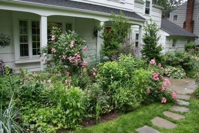 yardGardens Ideas, Front Gardens, Landscapes Ideas, Front Yard Gardens, Heirloom Gardens, Gardens Front, Backyards Design, Yards Gardens, Front Yards Landscapes