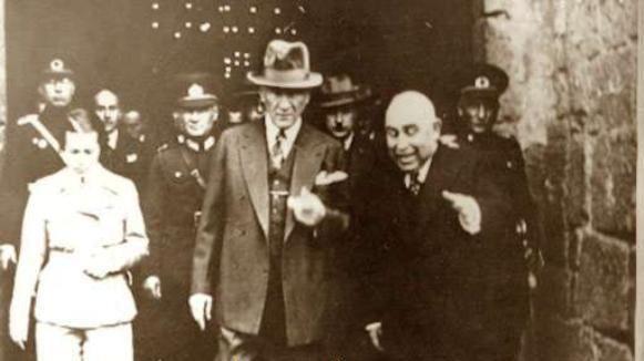 Tam bu sıralarda Atatürk, Ankara'da Hukuk Mektebini açmış ve okulun açılış konuşmasında, bunu yapmaktan duyduğu memnuniyeti dile getirmişti. Ankara Hukuk Fakültesi, ilk mezunlarını 1928 yılında vermeye başladı. İstanbul'daki Darülfünun direnedursun, Ankara'da birbiri ardınca yeni eğitim kurumları açılıyordu. Önce, Musiki Muallim Mektebi, 1930'da Ankara Yüksek Ziraat Mektebi, 1935'te Dil Tarih Coğrafya Fakültesi hizmete başladılar.