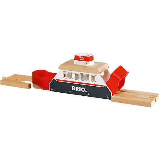 BRIO BAHN Light&Sound Fähre<br /> <br /> Schiff Ahoi! Züge können nicht über Wasser fahren, aber Schiffe. Die Fähre bringt deine Züge sicher ans andere Ufer. Über die Anschlußgleise<br /> geht die Eisenbahnfahrt auf deine Brio Bahn weiter. Auf Knopfdruck ertönt das Schiffshorn und die Fähre signalisiert die Abfahrt per Licht. Die Heck- und Bugklappen öffnen sich beim ankoppeln automatisch.<br /> <br /> Details:<br /> - die ...