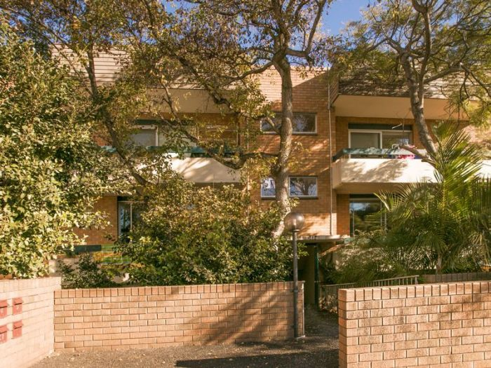 LJ Hooker Freshwater 1/96 Crown Road Queenscliff Unit For Sale -  1/96 Crown Road  -  Contact us on 02 9939 5400