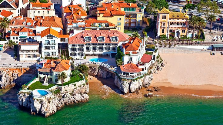 Seaside hotel in Cascais, now called the Albatroz. Wonder if this the one where they lunched (called the Casas Hotel in the book).