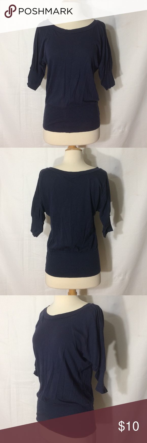 """Navy batwing top Euc, no holes or tears. 25"""" top to bottom, 15.5"""" sleeves, 16"""" across pit to pit. Stretchy banded bottom, 15"""" across. Forever 21 Tops Blouses"""