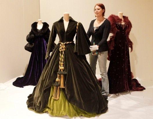 Scarlet's dress by Walter Plankett