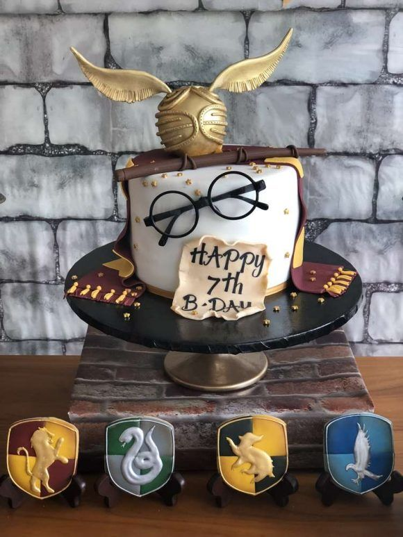 Fall Under The Spell Of These Amazing Harry Potter Party Ideas Receitas De Harry Potter Bolo De Aniversario Harry Potter Harry Potter Doces