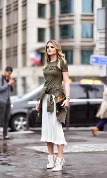 Thássia em Paris: Look Versace