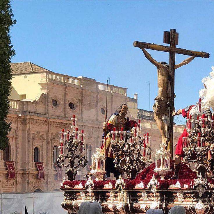 Hermandad Cerro del Aguila - Sevilla - Martes Santo . . . #sevilla #hermandades #cerrodelaguila #semanasantainseville #tomaandcoe #photographytoursspain #experiencethespainyouneverknew