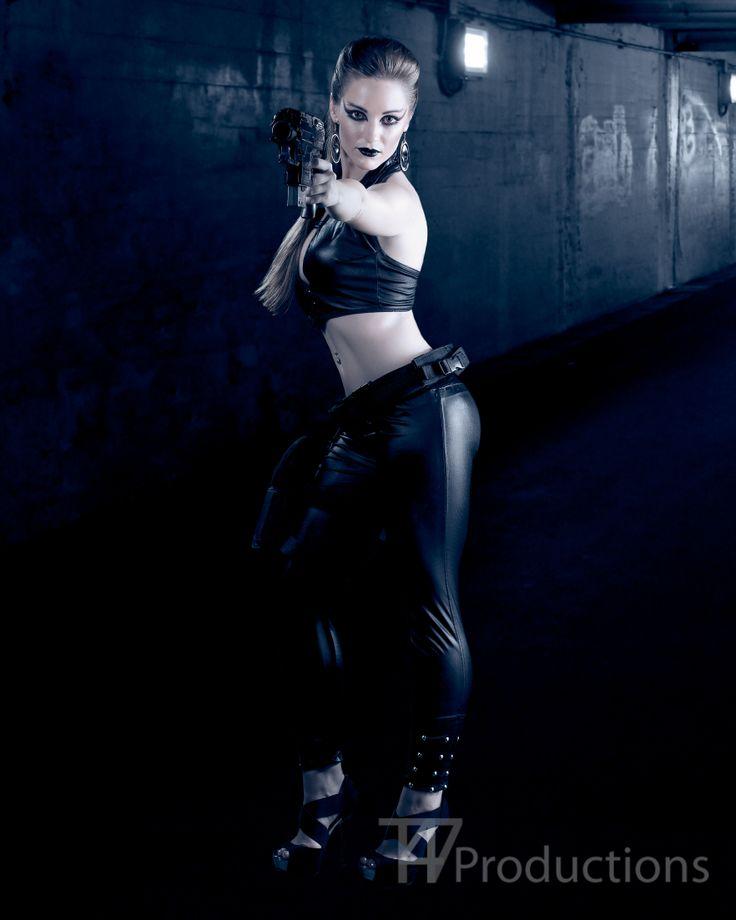 Gun slinging Tiffany Okinawa Photography