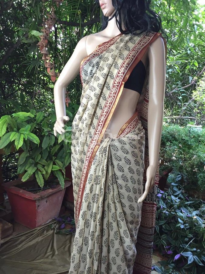 Terracotta red, beige and black saree with  block printing technique from Sanganer on whispery soft Georgette. The motifs are usually the Bel- vine; Phool/ floral bootis inspired by regions other than the desert landscape of Rajasthan. Very easy and beautiful to drape, sensual and elegant at the same time. Can be worn from dawn to dusk without any worry about the drape, fall or form. Effortless grace for the young or the wise. #craftsofindia #indianhandicrafts #madeinindia #craftsbazaar #ar