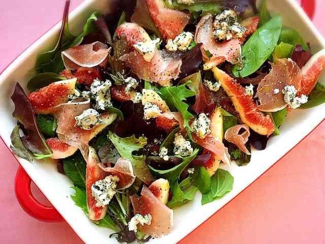 無花果と生ハムとブルーチーズのサラダの画像