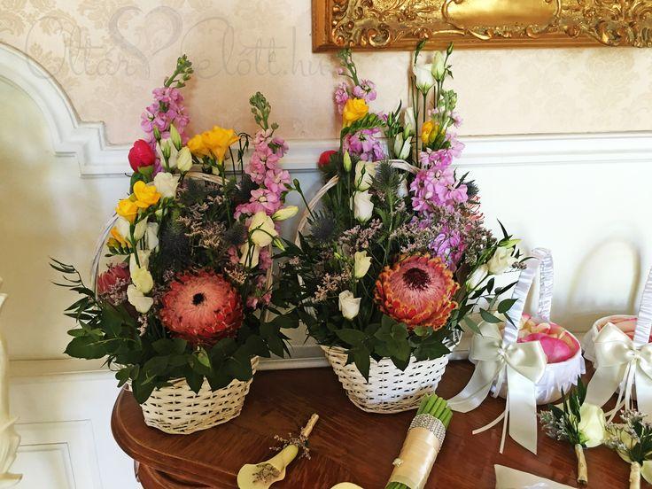Szülőköszöntő csokor protea virággal és iringóval