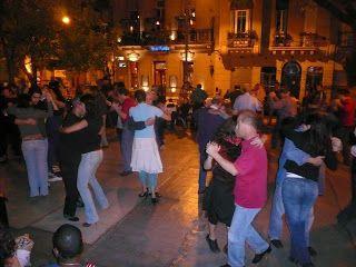 Plaza Dorrego San Telmo,cuenta además con varios teatros y museos.Buenos Aires